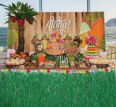 grass table skirt for a hawaiian dessert table