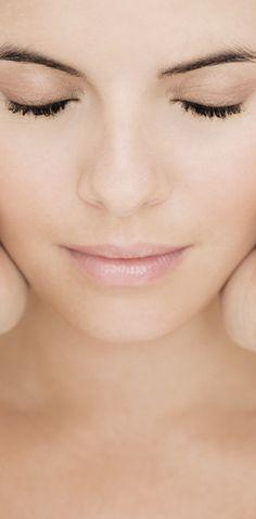 PLASMA RICO EN PLAQUETAS - El Plasma rico en plaquetas es un producto biológico, autólogo, no tóxico ni alérgico que activa la vascularización y actúa en la aceleración de los fibroblastos, colágeno, elastina y el ácido hialurónico. Produce un efecto rejuvenecedor que ayuda a disminuir las arrugas finas, las líneas de expresión, y a mejorar la retracción de las zonas que poseen flacidez.