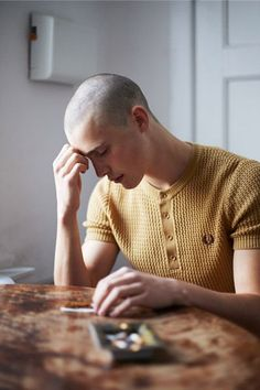 35 Ideas for style vestimentaire homme chauve Skinhead Fashion, Mens Fashion, Portrait Photography, Fashion Photography, Skin Head, Modelos Fashion, Shaved Head, Fred Perry, Stylish Men