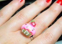 Anello Dolcetto dolce cupcake rosa fragola  di OkkinoShop su DaWanda.com