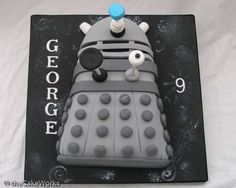 Dalek Doctor Who cake- points to the 9 yr old who wanted a Dalek cake. Doctor Who Birthday, Doctor Who Party, Boy Birthday, Birthday Parties, Birthday Ideas, Birthday Cake, Dalek Cake, Dr Who Cake, Doctor Who Cakes