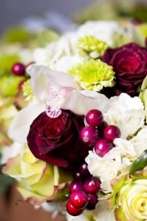 white and red bridal bouquet