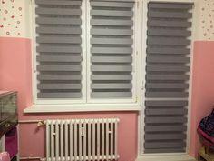 #fexi #vnitrnirolety #latkoverolety #luxusnirolety #rolety #roletydooken #denanoc #roletydenanoc #interier #inspirace #detskypokoj #rekonstrukce #deti #ceskydesign #platinum Blinds, Curtains, Outdoor Decor, Home Decor, Decoration Home, Room Decor, Shades Blinds, Blind, Draping