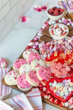 Valentine's Day Sweets & Candy Board with heart candy and cookies! Valentines Day Chocolates, Valentines Day Treats, Valentines Day Decorations, Pinterest Recipes, Pinterest Food, Chocolate Covered Pretzel Rods, Brunch Bar, Candy Board, Rainbow Fruit