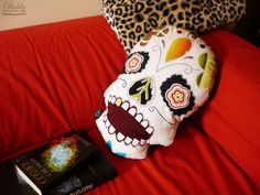 pillow by #dushky | #handmade #pillow #crafts #skull #dayofthedead #sugarskull #floral #diadelosmuertos