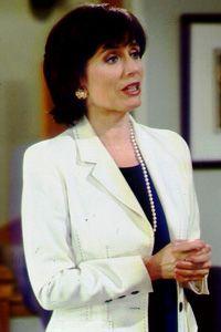 Maeve Kinkead played Vanessa Chamberlain Lewis from 1980–1987, 1989–2000, 2002, 2005, 2006–2009, 2009.