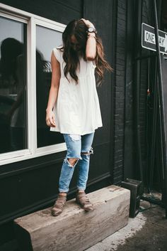 Love this tunic paired with distressed jeans and booties for fall. Perfect momiform!
