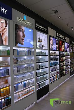 L´Oreal Headquarters Shop – cosmeticgirl Supermarket Design, Retail Store Design, Showroom Design, Shop Interior Design, Mobile Shop Design, Rangement Makeup, Jewelry Store Design, Design Exterior, Counter Design