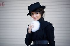 7 creative fur styles from Miroslava Duma. She the Russian lady wear fur coat, fur hats or even fur pompoms and rulling the fashion capitals of the world. Fur Fashion, White Fashion, Fashion Details, Paris Fashion, Love Fashion, Parisienne Chic, Looks Street Style, Nyfw Street Style, Street Styles