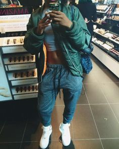 _Fashion_Killa_ ☪☼ n swaqkillaxo Tomboy Fashion, Dope Fashion, Fashion Killa, Urban Fashion, Tomboy Chic, Casual Chic, Sneakers Fashion, Style Fashion, Chill Outfits