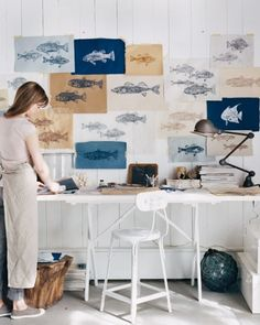 School of Fish Rice-Paper Prints Create these summery prints using rubber fish forms, delicate rice paper, and drawing inks. Hang the prints to dry, and then frame them as memories of the season.