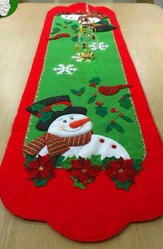 Holiday Tables, Table Runners, Christmas Tree, Holiday Decor, Home Decor, Easter Tablecloth, Fabric Crafts, Papa Noel, Christmas Ornaments