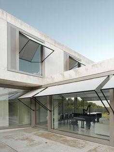 Villa M by Niklaus Graber + Christoph Steiger Architekten estores exteriores Backyard Canopy, Garden Canopy, Diy Canopy, Canopy Outdoor, Canopy Tent, House Canopy, Window Canopy, Canopy Curtains, Windows
