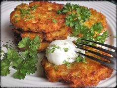 KVĚTÁKOVÉ BRAMBORÁČKY Cauliflower Recipes, Veggie Recipes, Healthy Recipes, Czech Recipes, Ethnic Recipes, Vegetable Dishes, Easy Cooking, Tandoori Chicken, Salmon Burgers