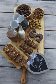 Dutch traditions: Sinterklaasavond with lovely snacks Brunch, Thema Deco, High Tea, Food Inspiration, Love Food, Holiday Recipes, December, Food And Drink, Favorite Recipes