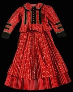 Ssékely női népviselet - Hungary Hungarian Embroidery, Iconic Dresses, Folk Dance, Beautiful Costumes, Folk Costume, Historical Clothing, Traditional Dresses, Ethnic, Cold Shoulder Dress