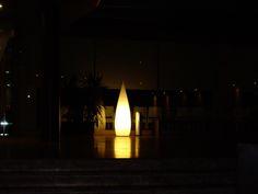 Luz y diseño gracias a la lámpara Kanpazar. Proyecto de iluminación en el Hotel Augustus de Cambrils (Tarragona).