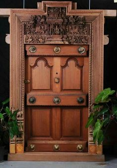 Traditional Main Door Design Indian Ideas For 2019 - Holztür Design Room Door Design, Wooden Door Design, Main Door Design, Wooden Doors, Wooden Desk, Indian Style, Chettinad House, Traditional Front Doors, Villa
