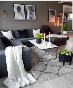 Este posibil ca imaginea să conţină: 1 persoană, sufragerie, masă şi interior Living Room Decor Cozy, Living Room Grey, Home Living Room, Apartment Living, Living Room Designs, Navy Blue And Grey Living Room, Dark Grey Sofa Living Room Ideas, Grey Couch Decor, Grey Room