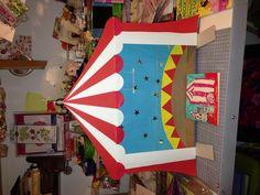 Trabajo para el cole. Una carpa de circo a partir de una caja de puzzle.