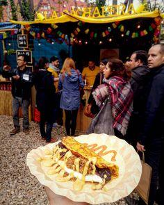 """Una verdadera delicia esta cachapa de los hermanos """"La Cachapera Bcn"""" un orgullo para todos nosotros puesto que han dado a conocer nuestra exquisita gastronomia en el Palo Alto Market! Un festival de comida donde expositores utilizan stands y food trucks como medio de venta! El festival abre sus puertas el primer finde de cada mes! . Felicidades a todo el equipo @lacachaperabcn sin duda 10/10 . #barcelona #barcelonainspira #paloaltomarket #venezuela #venezolanosenbarcelona #cachapas by…"""