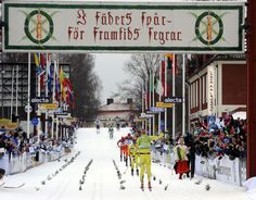 The finish of Vasaloppet in Dalarna. The text on the banner is: I fäders spår - för framtids segrar. Meaning in English: In ancestral tracks - for future victories.