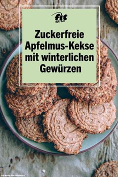 In der Weihnachtszeit backen die meisten von uns fleiig Kekse, doch es mssen nic.At Christmas time, most of us bake hard-baked cookies, but they don't always have to be cookies with butter and sugar. These sugar-free apple sauce biscuits score Cake Mix Cookies, No Bake Cookies, Apple Cookies, Calorie Free Foods, Cupcake Recipes, Dessert Recipes, Desserts, Enjoy Your Meal, Biscuits