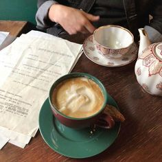 Coffee Shop, Coffee Cups, Think Food, Coffee Date, Coffee And Books, Aesthetic Food, Me Time, Dream Life, Food And Drink