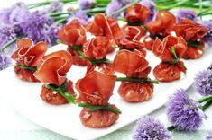 La ricetta dei sacchetti di bresaola è indicata, considerato il suo basso apporto calorico e di grassi, anche a chi stia seguendo una dieta, la bresa...