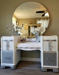 vintage vanity table DIY Vanity Mirror Ideas to Make Your Room More Beautiful Tags: DIY Vanity Mirror with Lights Deco Furniture, Refurbished Furniture, Repurposed Furniture, Furniture Makeover, Cool Furniture, Refurbished Vanity, Painted Furniture, Furniture Design, Vanity Redo