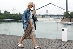 Jessicar Wunderbar // outfit metallic skirt gold rock oversized denim jacket jeansjacke