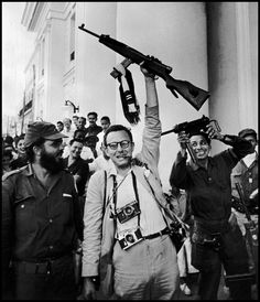 The American photographer Burt Glinn with Fidel Castro's march partisans, Havana, 1959 Good Cigars, Fidel Castro, Great Photographers, Documentary Photographers, United States Army, Magnum Photos, Life Magazine, Military History, First Photo