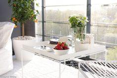 """Herkut ja kasvit pääsevät oikeuksiina käyttäjän """"OmaKotiValkoinen"""" valkoisella parvekkeella. #styleroom #inspiroivakoti #parveke"""