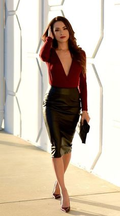 Business chic look | Leather skirt + burgundy shirt