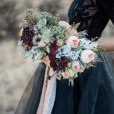 LOVE these textures & hues by @ponderosa_and_thyme featuring @silkandwillow  captured by @lahnamariephotography. #byronbayweddings #byronbaywedding #byronbay #byron #weddinginspiration #byronweddinginspiration #weddingflowers #bouquet