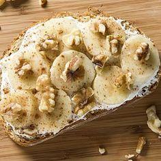 Pan con yogurt y plátano. | 22 Recetas rápidas para desayunar sano y delicioso