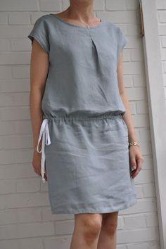 patron D du Stylish Dress Book 2 modifié avec ajout d'un pli creux devant et dos pour compenser une encolure trop large et pose d'un lien coulissant. Une créa Madeinlove.