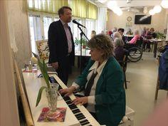 Marja piano ja Matti Hukari laulaja (Swing River Oy)
