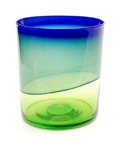 Unica vaas FM 85084 vrijgeblazen en gevormd heldergroen glas donkergroene kleurlaag en met blauwe band langs de rand met certificaat ontwerp Floris Meydam 1985 uitvoering Arie van Lopik voor Glasfabriek Leerdam