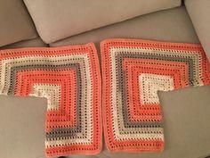 Fabulous Crochet a Little Black Crochet Dress Ideas. Georgeous Crochet a Little Black Crochet Dress Ideas. Crochet Cardigan Pattern, Crochet Jacket, Crochet Blouse, Baby Knitting Patterns, Crochet Patterns, Crochet Granny, Easy Crochet, Crochet Top, Black Crochet Dress