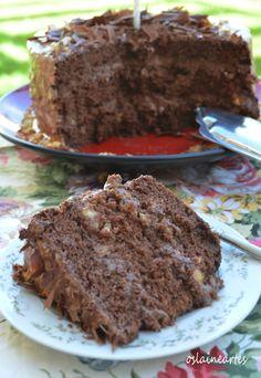 Bolo de Chocolate com Recheio Cremoso de Chocolate e Amendoim. Da Oslaine.