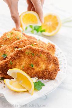 Schnitzel Recipes, Pork Schnitzel, Wiener Schnitzel, Kitchen Recipes, Cooking Recipes, Gourmet Recipes, Traditional German Food, Pork Ham, Famous Recipe