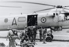 British soldiers embarking on a Bristol Belvedere helicopter in the Radfan, Yemen, 1965 (c) Military Helicopter, Military Aircraft, British Soldier, British Army, Rescue Vehicles, British Government, Local Police, Army Soldier, Ww2 Aircraft