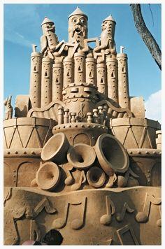 Whimsical Sand Sculpture Comany Gallery of Sand Sculpting Ice Art, Snow Sculptures, Snow Art, Grain Of Sand, Snow And Ice, Land Art, Art Festival, Beach Art, Wood Sculpture