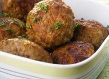 """750g vous propose la recette """"Boulettes de viande à la mozzarella"""" accompagnée de sa version vidéo pour cuisiner en compagnie de Chef Damien et Chef Christophe."""