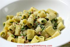 rigatoni with peas, prosciutto & cream