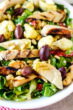 This Mediterranean Grilled Chicken Salad Wendy Polisi is a better for our dinner made with wholesome ingredients! Grilled Chicken Salad, Healthy Chicken, Easy Healthy Breakfast, Healthy Eating, Mediterranean Diet Recipes, Mediterranean Chicken, How To Cook Pasta, Healthy Dinner Recipes, Cooking