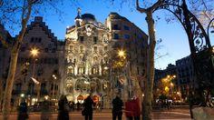 La Casa Batlló de Barcelona, una de las obras maestras del arquitecto Antoni Gaudí  Casa Batlló, one of the masterpieces of the architect Antoni Gaudi