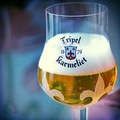 We do like strong blonde #beers, such as this three-grain triple with its herbal aromas. Tripel Karmeliet, 8.4% ABV. #bosteels #tripel #triple #karmeliet #brewerybosteels #brouwerijbosteels #strongbeer #tripelkarmeliet ##belgianbeer #drinklikeabelgian #brewedinbelgium #beertourism #craftbeer #beer