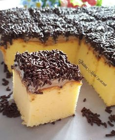 Image may contain: dessert and food Resep Sponge Cake, Resep Cake, Dessert Cake Recipes, Candy Recipes, Bolu Cake, Sweet Crepes Recipe, Pandan Cake, Indonesian Desserts, Pastry Cake